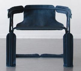 Датский дизайнер Кристиан Хейкуп придумал коллекцию складной мебели, которую можно собрать как палатку